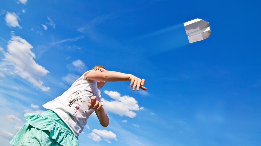 Thumbail : Child Paper Plane